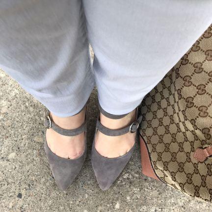 detail_greyshoes